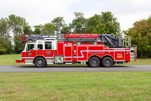 new 105' aerial ladder fire truck - 2016 Pierce Velocity PUC - driver side