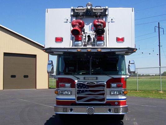 100' aerial platform fire truck - Pierce Arrow XT - front