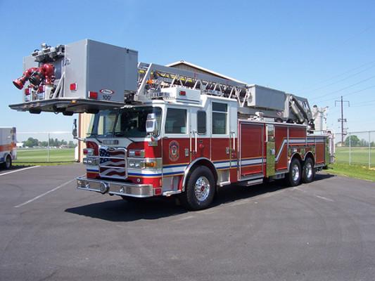 100' aerial platform fire truck - Pierce Arrow XT - driver front