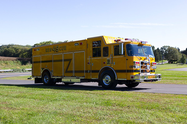 new rescue fire truck - non-walk-in rescue - 2016 Pierce Arrow XT - passenger front