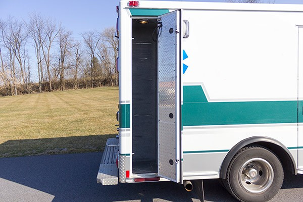 2008 used type 3 ambulance sales - compartment