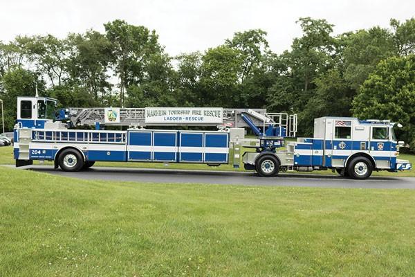 Pierce® Arrow XT™ 100' tractor drawn aerial