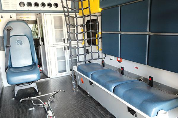 F18C-498-interior