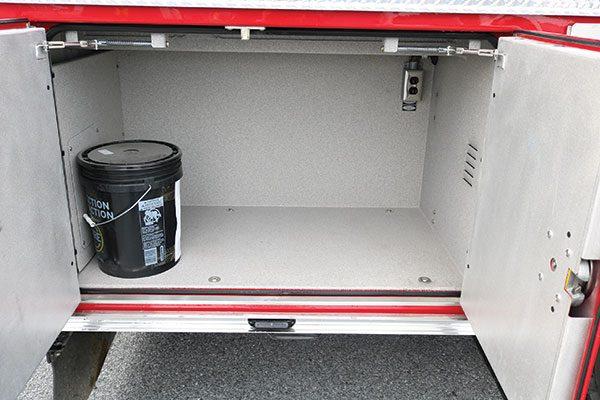 32446-compartment3