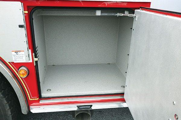 32446-compartment4