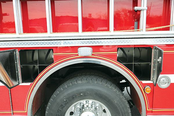 32446-wheel-compartment