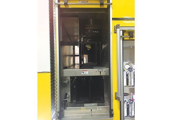 32312-compartment3