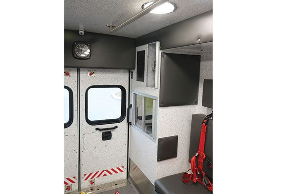 B07914-interior-rear