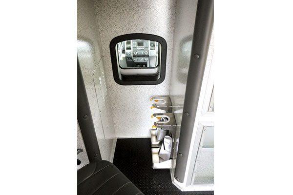 b07687-interior2