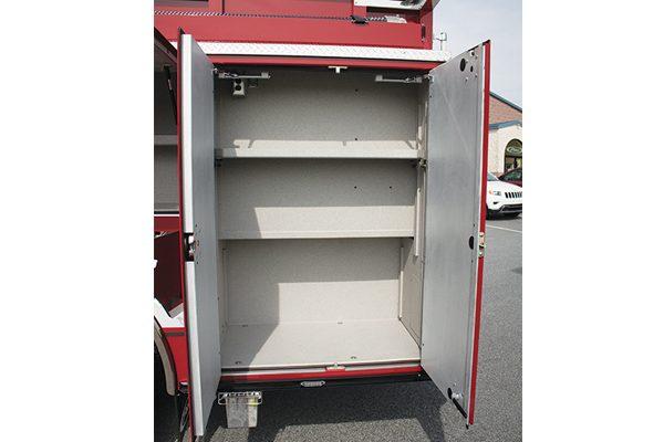 33049-compartment1