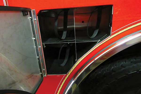 32607-compartment2