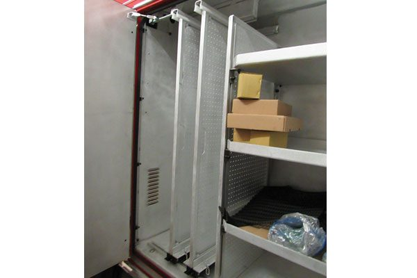 32607-compartment3
