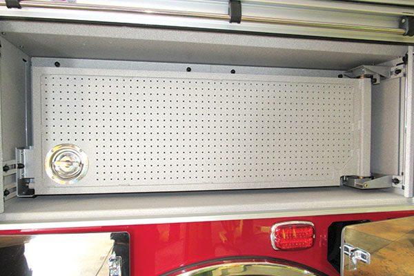 33283-compartment2