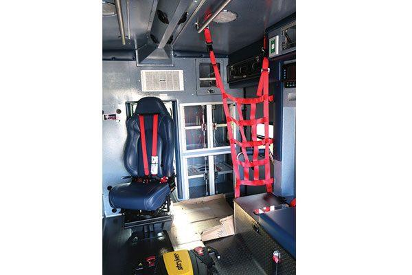 B08028-interior2