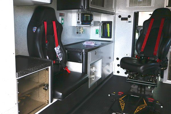 B07518-interior1