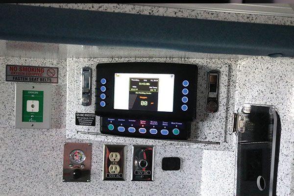 B08009-interior1
