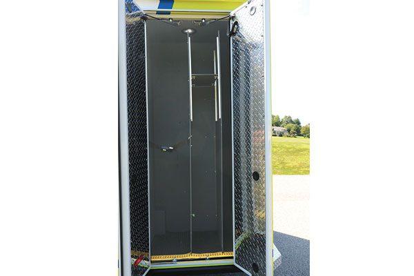 FPG012675-compartment1
