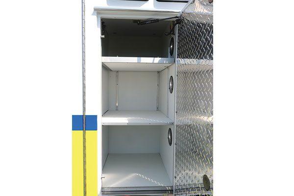 FPG012675-compartment2