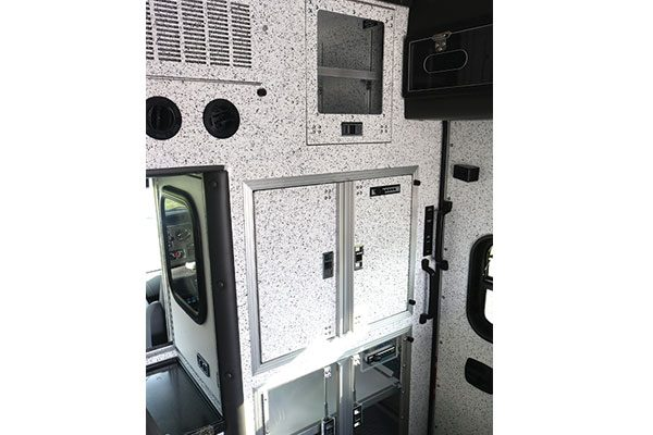 B07995-interior1