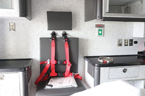 B07995-interior6