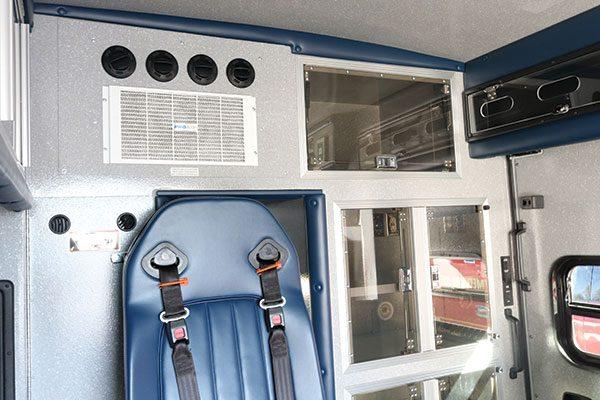 B08013-interior2