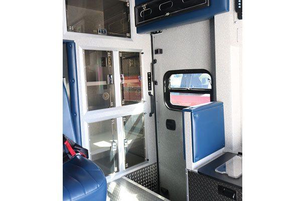 B08013-interior4