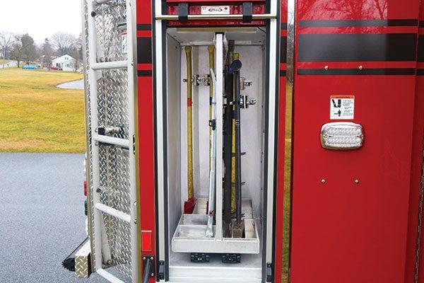 33308-right-compartment1