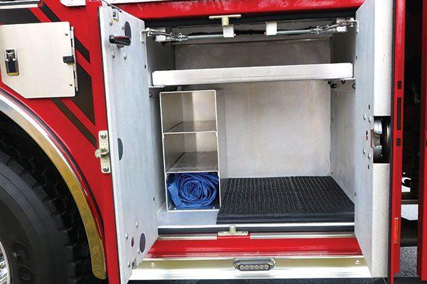 33308-right-compartment4