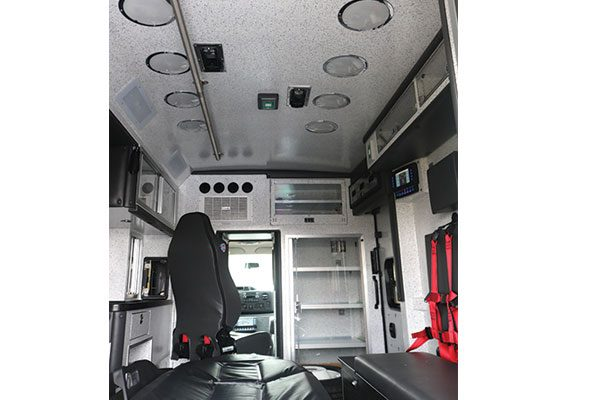 B08191-interior5