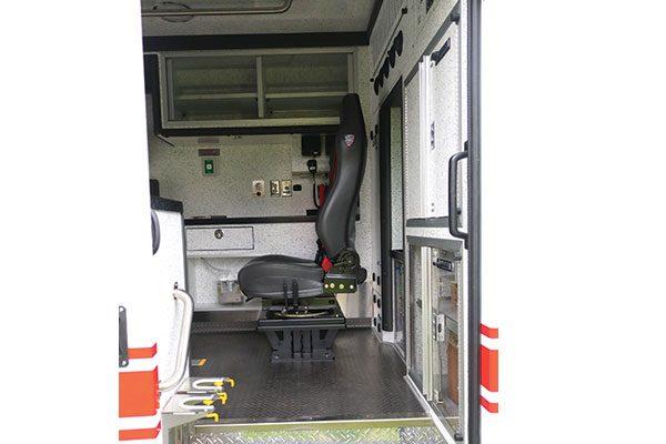 B07996-interior2