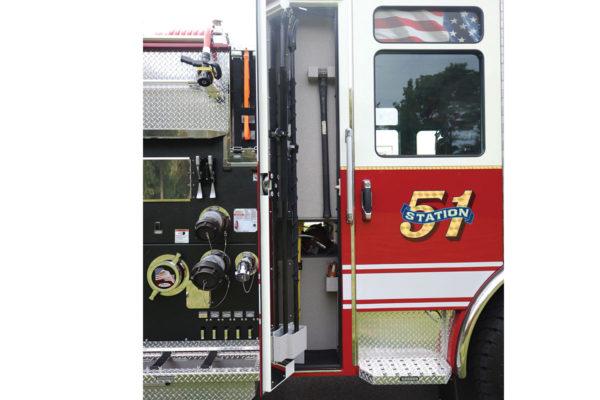 34604-right-compartment1