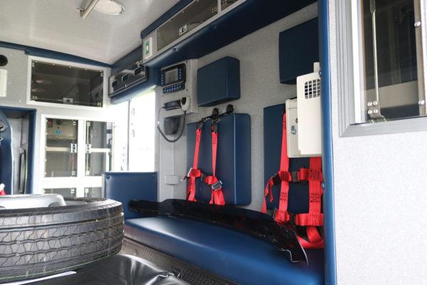 B08014-interior2