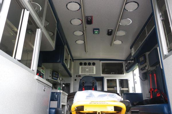 B08014-interior3