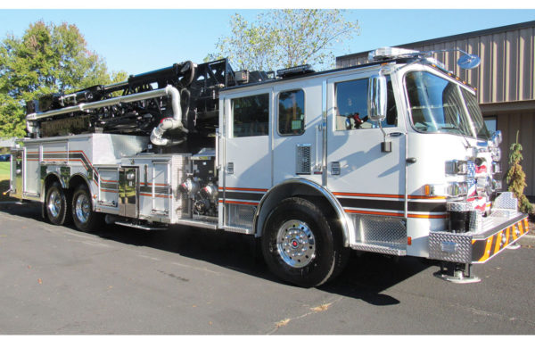 NORTHAMPTON FIRE DEPT Pierce Arrow XT 100' Mid-mount ladder