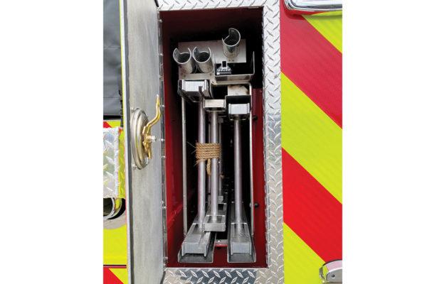 34984-rear-ladders