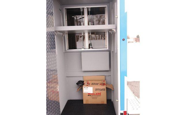 08536-left-compartment2