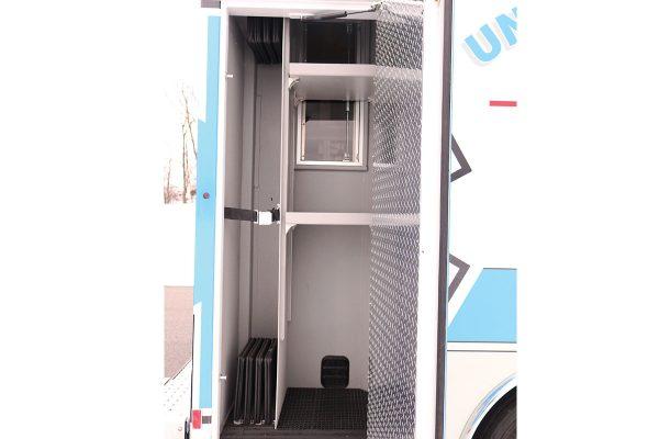 08536-right-compartment2