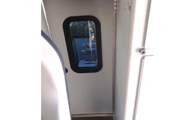FPG14330-cab-door