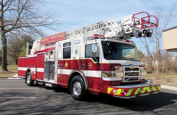 YARDLEY MAKEFIELD FIRE CO Pierce Velocity 107' Ascendant Heavy-Duty Quint Ladder