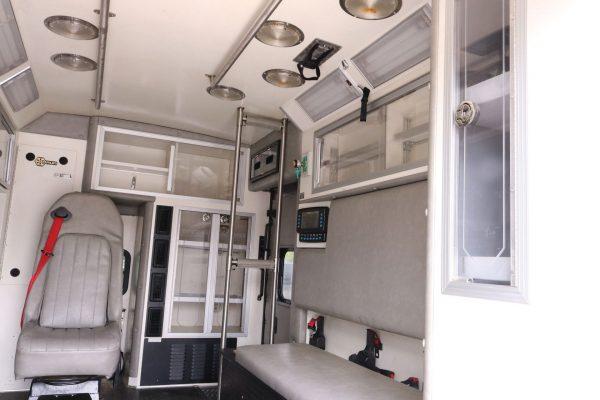 05803-interior31