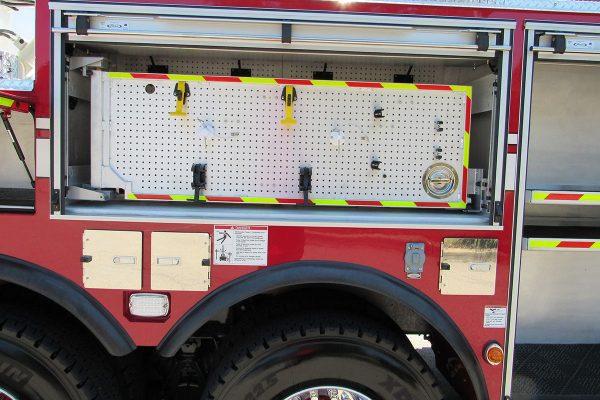 35241-01-right-compartment3